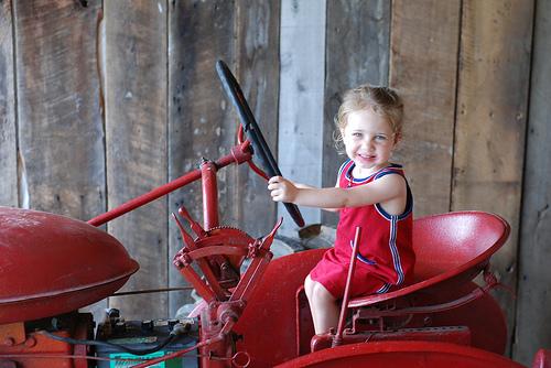 s_tractor.jpg